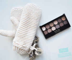 autumn, gloves, and make-up image