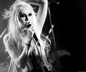 Taylor Momsen, black and white, and taylor image