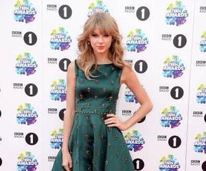 Taylor Swift, flawless, and blonde image