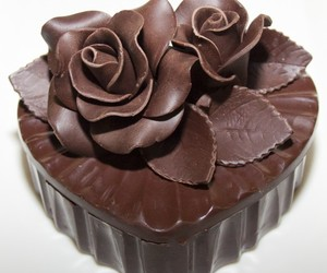 chocolate, corazon, and flor image