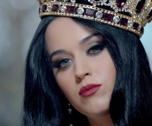 katy perry, beautiful, and Queen image