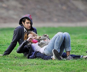 couple and miley cyrus image