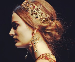Dolce & Gabbana, gold, and top model image