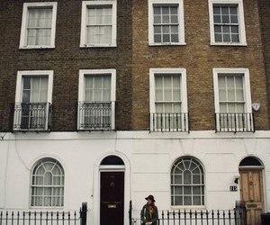 house and england image