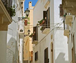 italia, Puglia, and street lamp image