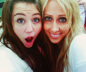 miley cyrus, tish cyrus, and miley image