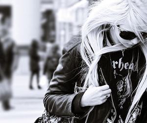 girl, Taylor Momsen, and black and white image