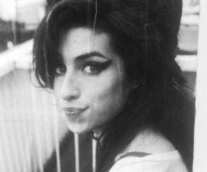 Amy Winehouse, black and white, and amy image