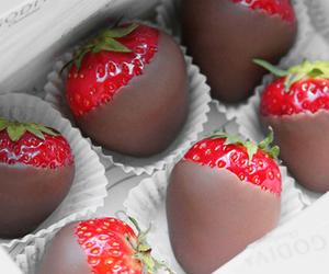 chocolate, luxury, and strawberry image