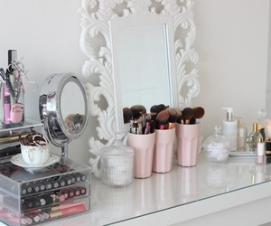 beautiful, room, and makeup image