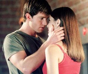 couple, kiss, and roswell image
