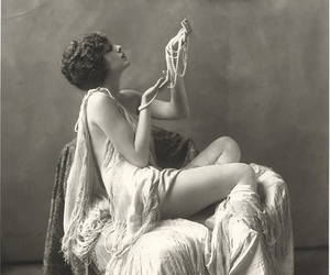 vintage and pearls image