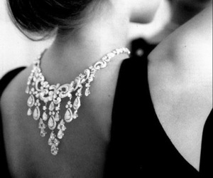 girl, necklace, and classy image