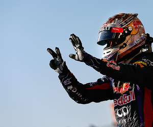 sebastian vettel, new record, and eighth victory in a row image