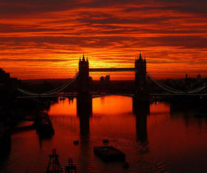 atardecer, rio, and Londres image