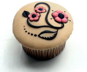 cupcake, flowers, and frosting image
