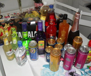 karjala and drinks alkohol breezer image