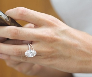 blake lively and engagement ring image