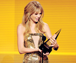 Taylor Swift and amas image