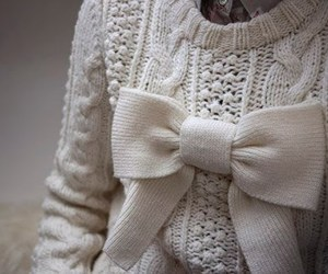 bow and sweater image