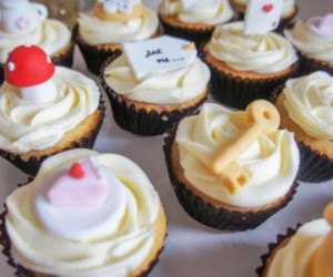 cupcakes, partyz.co, and queen of hearts cupcakes image