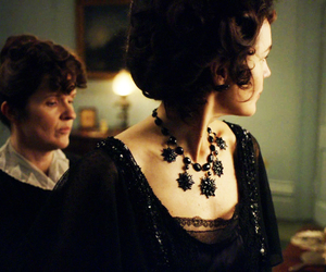 elizabeth mcgovern, downton abbey, and countess of grantham image