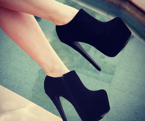 black heels and don't change image