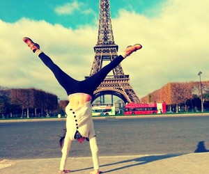 beautiful, eiffel, and hands image