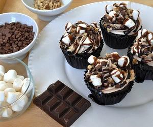 chocolate, cream, and cupcakes image
