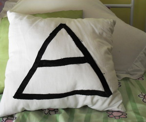 30 seconds to mars, pillow, and triad image