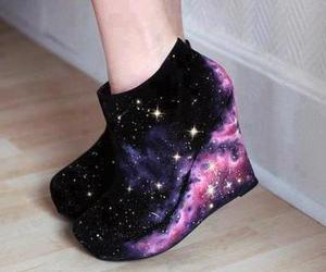 chicas, tacones, and galaxia image
