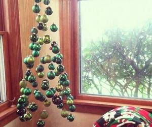 christmas tree baubles image
