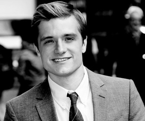 josh hutcherson and the hunger games cast image