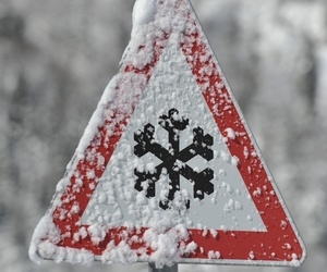 snowflake and traffic signal image