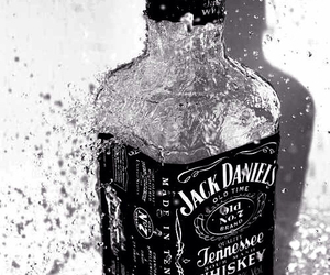 jack daniels and whiskey image