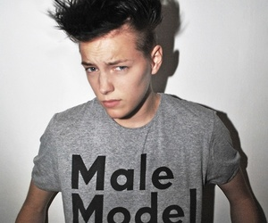 model and erika linder image