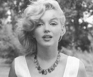 Marilyn Monroe, black and white, and monroe image