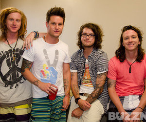 buzznet, we the kings, and travis clark image