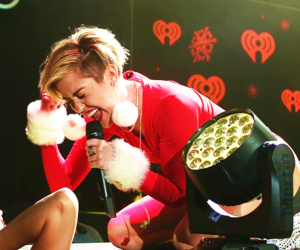 miley cyrus, miley cyrus performances, and performances image