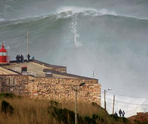 giant, nazaré, and record image