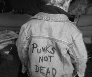 punk, punks not dead, and black and white image