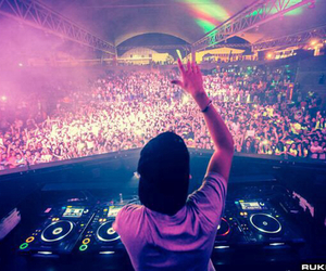avicii and music image
