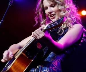 curly, Taylor Swift, and swiftie image