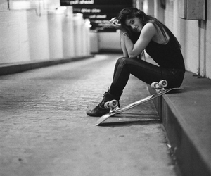 kylie jenner, black and white, and skate image