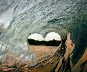 wave and love image
