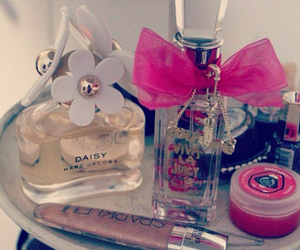 daisy, girly, and marcjacobs image