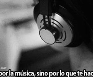 blanco y negro, frases, and audifonos image