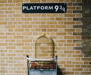 harry potter, platform, and hogwarts image