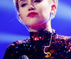 miley cyrus, beautiful, and Queen image