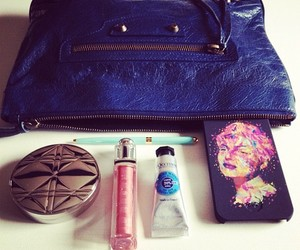 .@floradallevacche | What's in my bag? Essential of the day with my new #Kaneda limited edition ca... | Webstagram